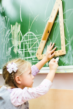 decides: little girl decides to geometrical problems
