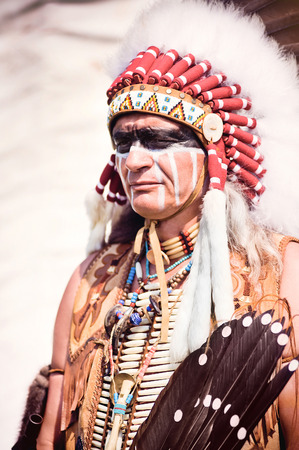native american indian: Portrait of american indian chief in national dress