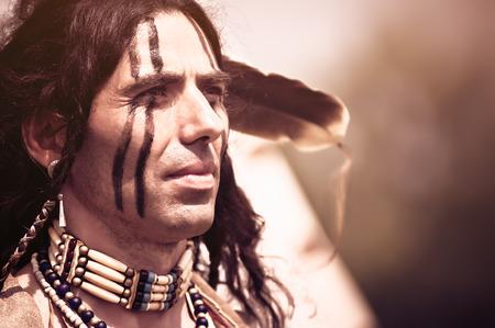 アメリカ ・ インディアンの民族衣装で肖像画 写真素材