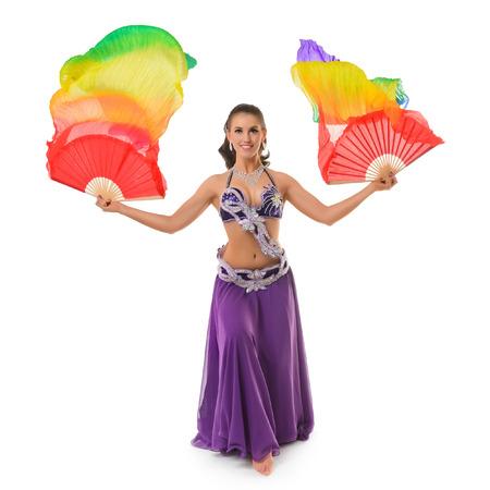 danseuse orientale: Belle danseuse du ventre avec multicolore ch�le isol� sur fond blanc