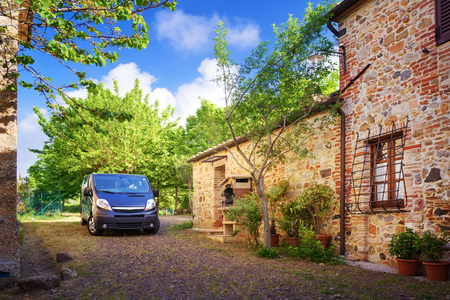 cottage: Traditional Italian villa, Tuscany, Italy Stock Photo