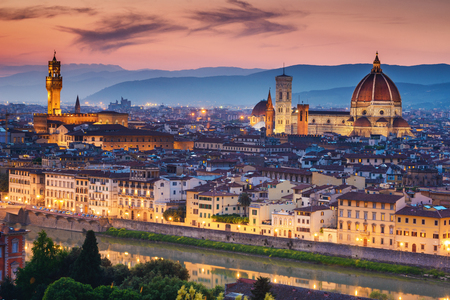 Beautiful sunset over Cathedral of Santa Maria del Fiore (Duomo), Florence, Italy 免版税图像 - 48506558