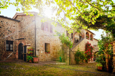 farmhouses: Traditional Italian villa, Tuscany, Italy Stock Photo