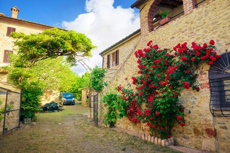 Traditional Italian villa, Tuscany, Italy 에디토리얼