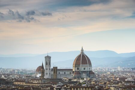 del: Beautiful sunset over Cathedral of Santa Maria del Fiore (Duomo), Florence, Italy