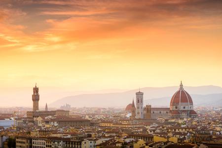 Prachtige zonsondergang over de kathedraal van Santa Maria del Fiore (Duomo), Florence, Italië