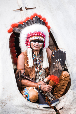 indian warrior: Portrait of american indian chief in national dress