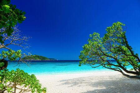azul turqueza: paisaje tropical de las islas Similan, Tailandia