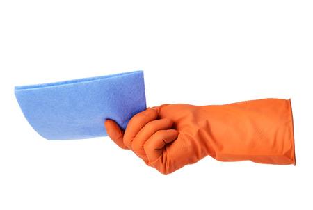 tela blanca: La mano con guante de goma de color naranja tiene tela azul aislado en el fondo blanco Foto de archivo