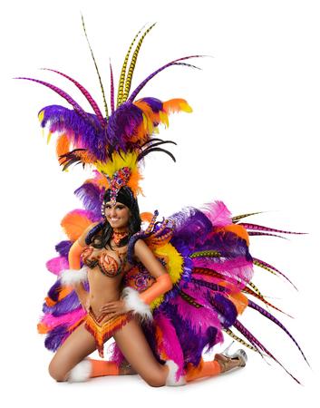 bailarina: Muchacha hermosa sonriente en un traje de carnaval colorido