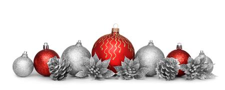 Skupina vánoční koule izolovaných na bílém pozadí
