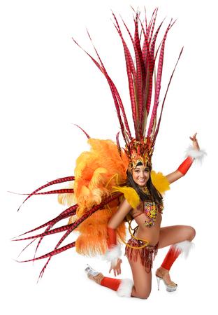 Glimlachend mooi meisje in een kleurrijk Carnaval kostuum