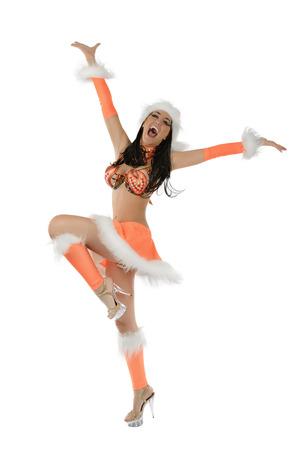 Leuk sexy meisje in oranje Kerstmiskostuum dat op witte achtergrond wordt geïsoleerd Stockfoto