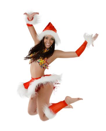 Leuk sexy meisje in Kerstmiskostuum springen geïsoleerd op witte achtergrond Stockfoto