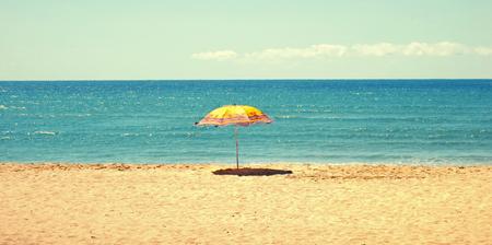 White sandy beach, sea and blue sky with umbrellaWeißer Sandstrand, Meer, blauer Himmel und Sonnenschirm Stock Photo