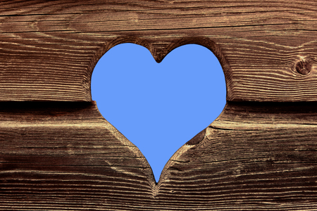Herz aus Holz Stock Photo - 85833950