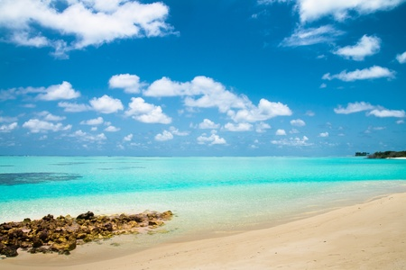 Tropical beach on the island Vilamendhoo in the Indian Ocean, Maldives Stock Photo - 19422840