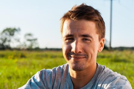 Portret van mooie jonge man, close-up