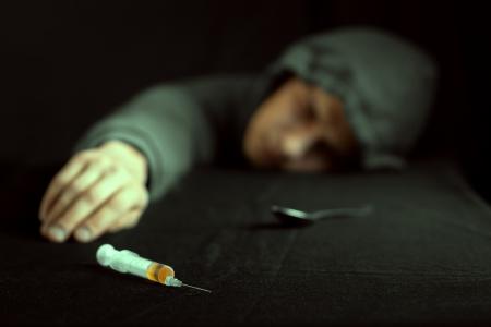 Grunge beeld van een depressieve drugsverslaafde