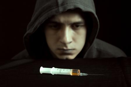 Grunge beeld van een depressieve drugsverslaafde Stockfoto - 24564711