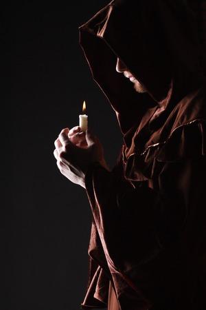 神秘的なカトリック修道僧スタジオ撮影 写真素材