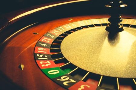 ruleta de casino: Antigua rueda de la ruleta (serie casino). tiro del estudio