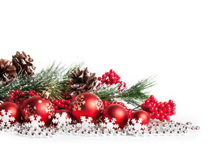 bordes decorativos: �rbol de navidad de color rojo y bolas en blanco. tiro del estudio Foto de archivo