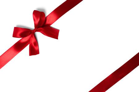 cintas navide�as: cinta roja con las colas aisladas sobre fondo blanco
