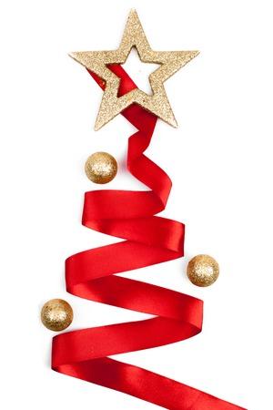 Kerstboom van lint geïsoleerd op witte achtergrond