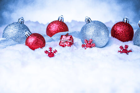 christmas ornament in snow on glitter background. studio shot Imagens