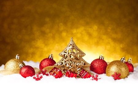 Frohe Weihnachten und glückliches neues Jahr-Karte mit roter Dekoration Standard-Bild - 34379568