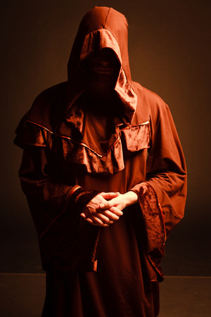 mysterieuze katholieke monnik.