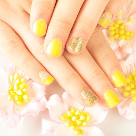 salon de belleza: Mujer uñas hermosas