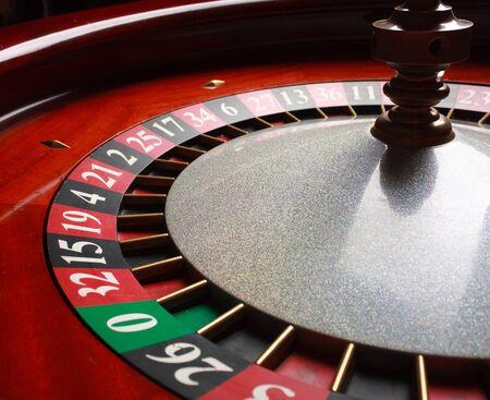 rueda de la fortuna: Antigua rueda de la ruleta. serie casino. tiro del estudio Foto de archivo