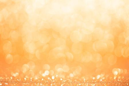 warm colors: fondo círculo dorado y amarillo.