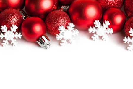 Kerstmis grens met rode ornamenten