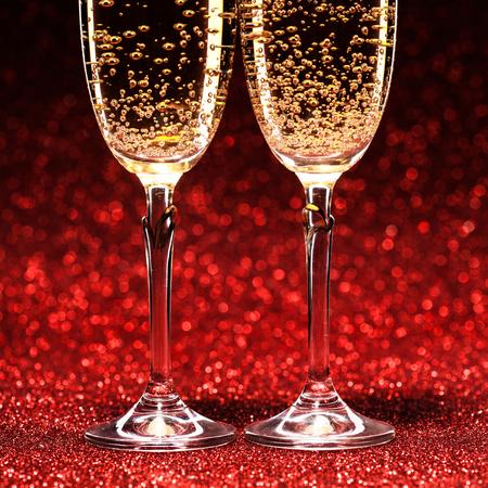 sektglas: Paar Gläser Champagner.