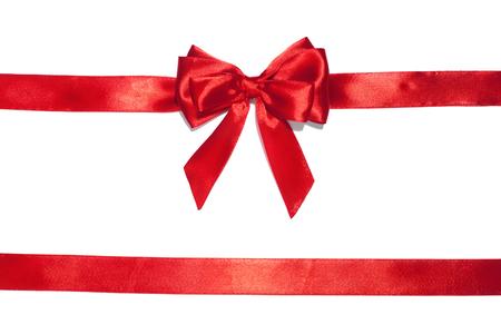 Rote Schleife Schleife auf weißem Hintergrund. Studioaufnahme Standard-Bild - 48887621