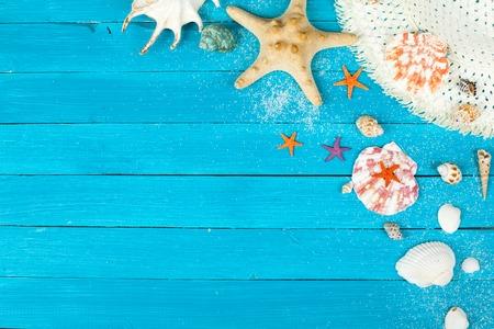 木の板にビーチ アクセサリー。