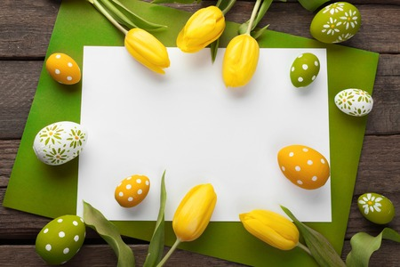 Easter background with colorful eggs over white wood 免版税图像 - 53537363
