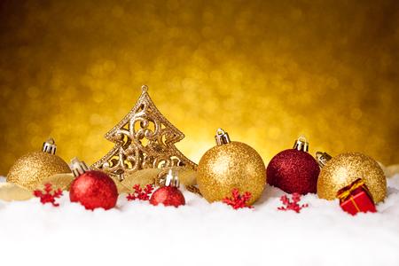 trabajo manual: Golden christmas fir tree decoration on glitter background