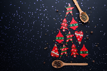 Christmas tree made from red candies and wooden spoons Stockfoto