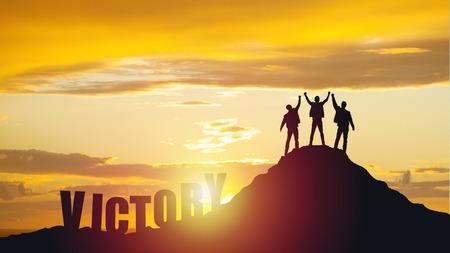 La silhouette d'un travail d'équipe heureux tient la main comme une entreprise réussie, une victoire commerciale.