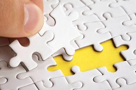 Legen Sie das letzte Puzzleteil von Hand, um die Mission abzuschließen
