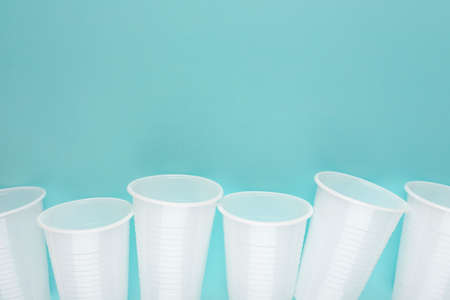 White plastic empty cups laid out in a row 免版税图像