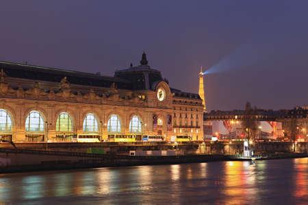 파리 -3 월 22 일 Orsay 박물관 가까이에서 조명, 3 월 22,2013, 파리, 프랑스