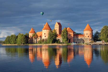 겨울에 Trakai 섬 성입니다. Trakai, 리투아니아.