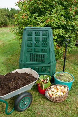 Compost bin and mulch in a garden. Archivio Fotografico