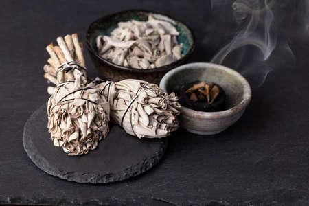 サルビア Apiana (ホワイトセージ、神聖なセージ、蜂セージ、カリフォルニア セージ) のお香