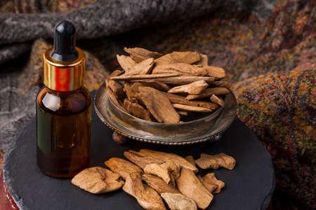 Agarowood, 또한 aloeswood, 기름 및 향 칩이라고 스톡 콘텐츠
